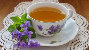 Pite fialkový čaj