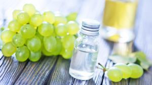 L'olio di semi d'uva: il tuttofare della pelle
