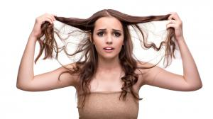Proti mastným vlasům si vezměme na pomoc přírodu