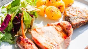 Fleisch, Pommes Frites und Salat: Was kann man im Schnellimbiss essen?