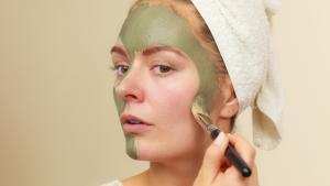The verde sulla pelle: idrata, tonifica, contro le macchie epatiche