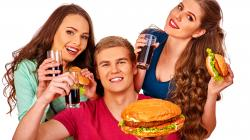 Zemiaky, mäso a šalát: Čo podávajú reštaurácie s rýchlym občerstvením?